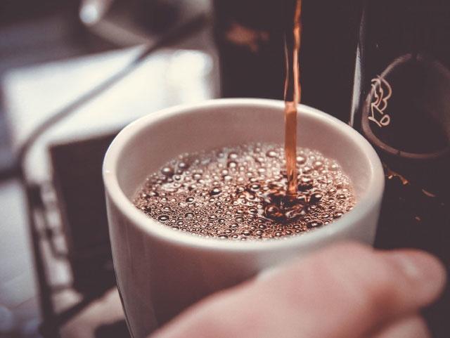 Travailler avec son petit café