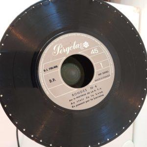 Lampe pellicule de film et vinyles 45 tours vue haut